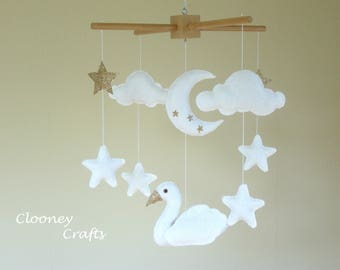 Swan baby mobile, swan mobile, white baby mobile, swan nursery decor, felt mobile. Ready to Ship.