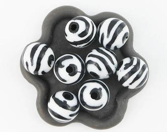 Acrylic Zebra beads 10 x round 12mm (36 c)