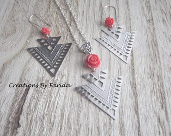 Set with prints double triangle earrings and necklace with a salmon pink