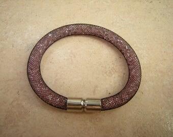Black mesh bracelet with mini Diamond Pink