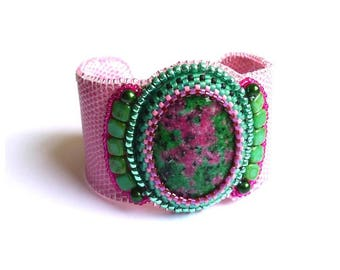 Cuff pink Ruby on fuchsite embroidered