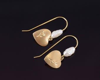 14k Heart Dangle Pearl Beaded Dangle Hook Earrings Gold