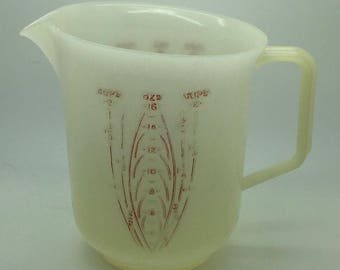 Vintage Tupperware  Measuring Pitcher  2 Cups 16 oz 134  White  Raised Red Letters Retro Kitchen