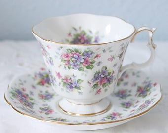 Vintage Royal Albert Nell Gwynne Series 'Richmond' Large Gainsborough Cup and Saucer, England
