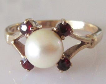 Vintage 9ct Gold Pearl and Garnet Ring