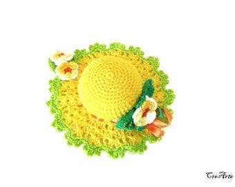 Yellow crochet hat pincushion, Cappellino puntaspilli giallo all'uncinetto