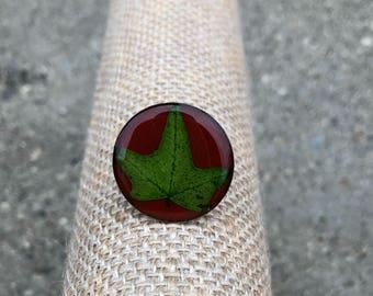 Three pronged leaf ring