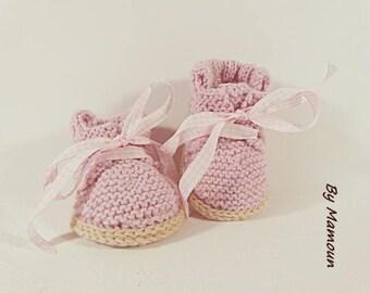 Chaussons bébé ultra confort (3-6 mois) tricotés et crochetés main dans un fil alpaga rose
