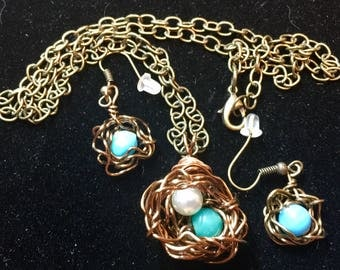 Little Nest wire necklace and earrings