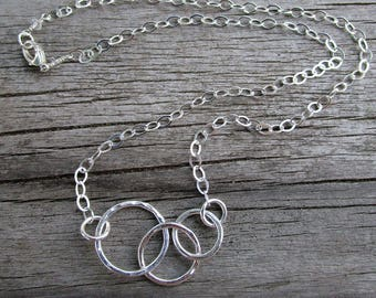 Fine and sterling silver graduated circles necklace mama metal // ready to ship