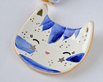 Cat Ring Dish, Tiny Cat Ring Holder, Ceramic Cat Dish, Decorated with Platinum