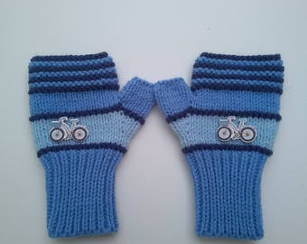 Children mittens with thumbs size 6/8 years knit hands