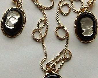 1960S/70S CAMEO PENDANT and earring set