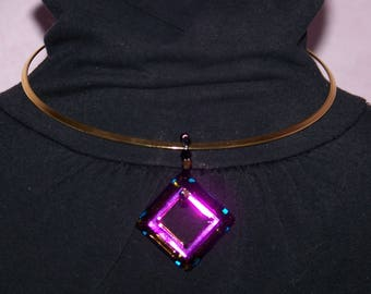 Rigid torque way plated necklace with square swarovski vitrail