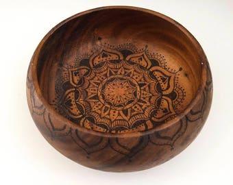 Pyrography wooden bowl, woodturned vintage pyrography bowl, woodburned mandala wooden bowl, vintage interior boho chic mandala pattern