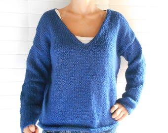 Dark blue oversized sweater, metallic thread.
