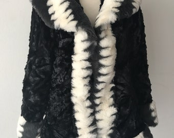 Vintage style faux fur coat woman size small .