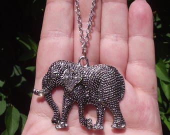 1 PENDANT ELEPHANT WITH 51 X 37 X 5 MM CHAIN.