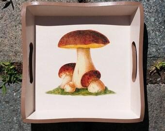 Empty pockets wooden mushroom decor