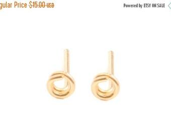 SALE - Tiny Circle Studs Earrings - Tiny round studs - minimalist jewelry