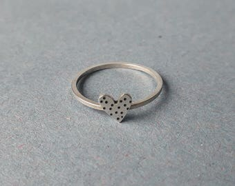 Small dotty heart ring (stacker)
