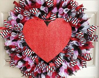 Valentines Wreath, Valentines Day Wreath, Heart Wreath, Love Wreath, Porch Wreath, Outdoor Wreath, Front Door Wreath, Valentines Decor