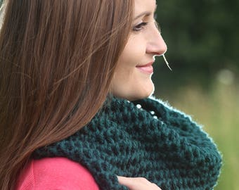 Green neck warmer Green infinity scarf Cowl Christmas gift Gift for her Gift for him Knitted cowl Knitted neck warmer Cowl scarf Knit cowl