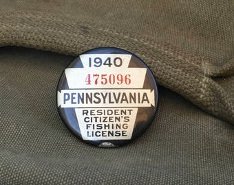 1940 Pennsylvania Fishing License Badge Button Pin with Paper Nice