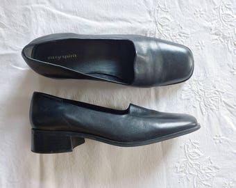 vintage minimalist leather loafers/ slip ons women's size 8.5