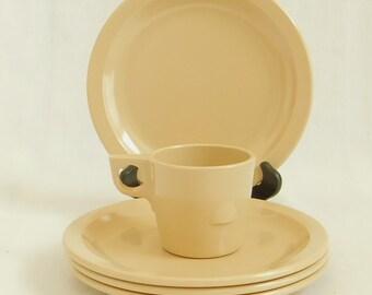5 Vintage Beige Dallas Ware Pieces, 4 Dinner Plates, 1 Mug, Melamine, Melmac, Mid Century, Plastic Dishes, Camping Dish Set, Retro Kitchen