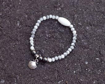 Gray and white glass vintage shell charm Bead Bracelet