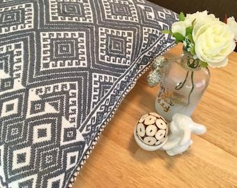 Mexican Hand Embroidered Cushion Cover (triangles) / Mexikanische Handgemachte Kissenbezug (Dreieck)