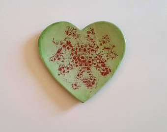 "Heart ceramic jewelry is ""lace"""