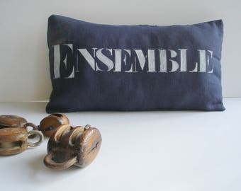 """""""Set"""" Cushion cover in dark blue washed linen, white writing"""
