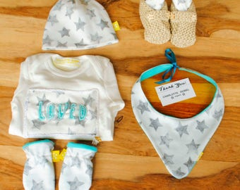 Organic Baby GiftSet Gender-neutral Stars in Grey and White Baby Vest Booties Bib Hat and Mittens