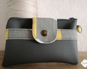 Small purse with compartment