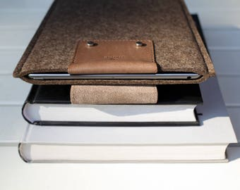 NEW iPad Pro 10.5-inch / 9.7-inch Snap Case - Italian Leather and Merino Wool Felt, Deep Caramel Brown.