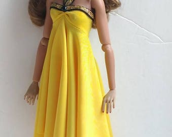 12 inch fashion doll dress is one size fits all fashion royalty,integrity,nuface,Fr,fr2,Barbie all other same size.