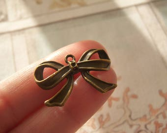 Bow Charm, Bow Pendants, Charms for Earrings, Knot Charms, Bracelet Charms, Antique Bronze tone Bow Charms, Small Charms