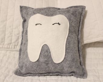 Tooth pocket pillow