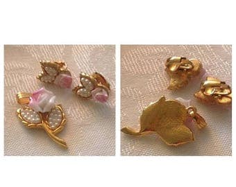 On Sale Vintage Rose and Pearl Pendant and Earrings