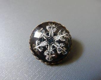 Snowflake cabochon brooch