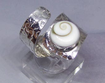 Silver shell ring - Hammered - look and Shiva eye size adjustable. 25% with code: SOLD17