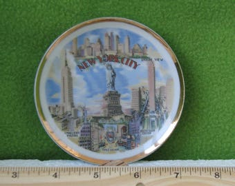 Collectibles, Vintage New York City Souvenir Plate, Showing Major Buildings in the City, made by Novco of Japan, 1950's