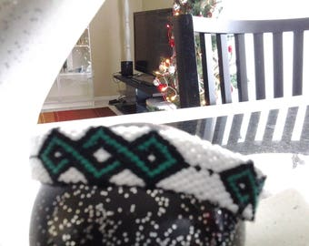 Bracelet friendship pattern celtic green and black on white background