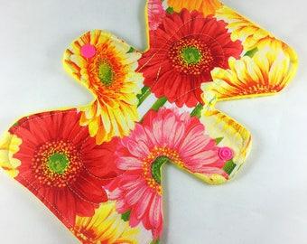 "Gerbera Daisies -  7"" inch - 3L- Reusable Cloth Pad"