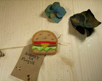 "Brooch ""little hamburger"" felt embroidered"