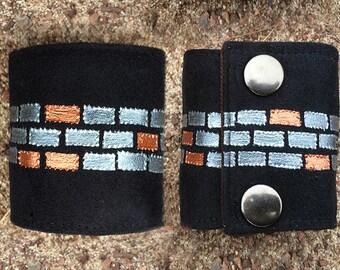 Hand Painted: SoSic Wrist Wallet - Bracelet