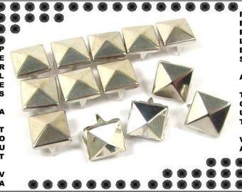 50 PCs pyramids silver 10 mm CL06 claw
