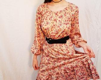 70's Pink Peach Rose Print Dress. Polyester. Midi Dress. Long Sleeves. Scoop neck. Size Small Medium.